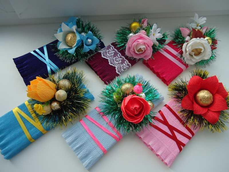 Как украсить подарок своими руками цветы из бумаги